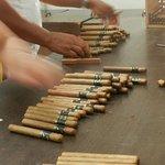 O fabrico dos charutos é estritamente artesanal.