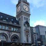 隣はリヨン駅です