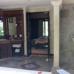 Outdoor bathroom deluxe downstairs bungalow