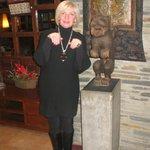 При входе в отель, фигурка, может быть из Гималаев.