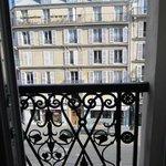 Окно с французским балкончиком
