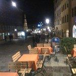 Столики на улице и вид