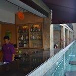 Bar Kolam renang