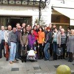 участники конференции на входе в отель