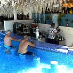 Poolbar El Batey