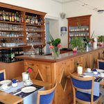 La salle du petit-déjeuner et le bar