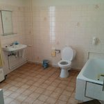 Massive (clean) Bathroom