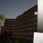 el hotel acogiendo ala noche  de roquetas