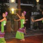 Dansere som underholdt på Buffe-aften.