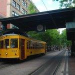 trolley alla fermata