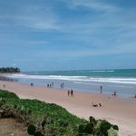 Lugar tranquilo, piscina e praia bem próximos