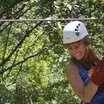 La selva se la recorre en canopy!