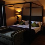 Lovely spacious room (5)