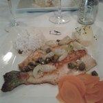 Truta ao molho de alcaparra e uva italiana