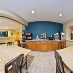 Breakfast Area (360)