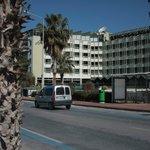 Вид отеля с набережной