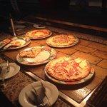 des pizzas tous les midis et soirs