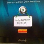 Mensaje de Bienvenida en la pantalla del cuarto