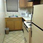 Cocina con lavavajilla, horno, microondas, etc