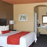 Lindsay Inn Room