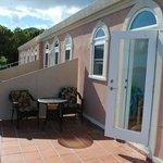Nydelig veranda, med skygge fra kl 2:30PM