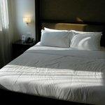 een goed bed, vraag het kamermeisje een laken want het dekbedje is warm