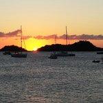 Coucher de soleil sur l'îlet Pigeon vu de la terrasse de La Touna