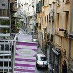 Dans une rue typique