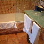 batrh & shower, sinks