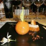Mandarina de paté con polvo de jamón crujiente