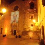 Facciata della Cattedrale di stile romanico-normanno-clunyacense.