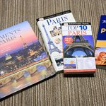 Twin Room - Travel Guide Books Borrowed From Hotel's 'Library'