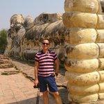 Olha eu junto ao Buda reclinado (será desta que é publicada??)