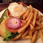 burger con formaggio e uovo