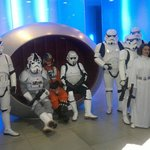 холл отеля после Рождества посетили герои Звездных войн