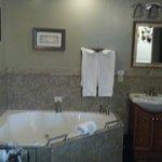 Whirlpool Tub in Queen Deluxe room!