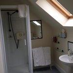 King room bathroom.