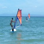 Practicando Windsurf en Playa El Yaque