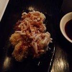 EDO MAKI - Camarón empanizado y agucate, envuelto en tenkatsu y camarones salteados en mantequil