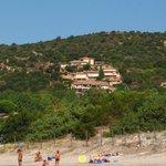 Résidence vue depuis la plage de l'Acciaro