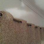 Tube de cuivre en guise de tringle a rideau