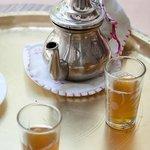Thé à la menthe à l'arrivée