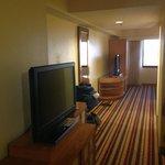 Blick vom Wohn- in den Schlafbereich der King-Suite