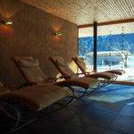 Saunabereich mit Wellnessliegen