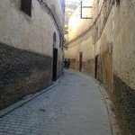Alley (derb) leading to Le calife