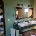 Le Calife Emerald Suite bathroom