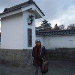小峰城の前で