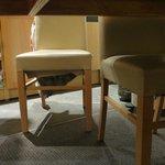 le dessous des chaises