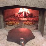 Freshly made pizzas, prepared in front of your eyes and served in minutes.
