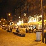 A noite na beira do Rio Douro entre vários Restaurantes
